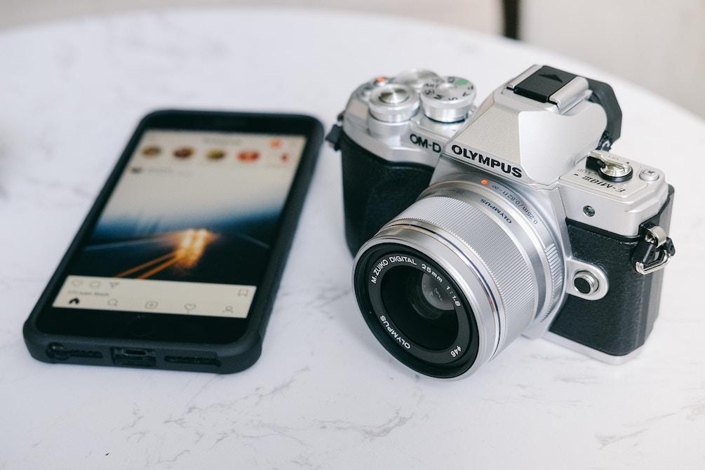 カメラとアイフォンの画像